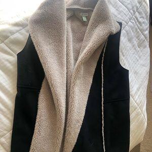 Susina Black Faux Fur Suede Vest-M